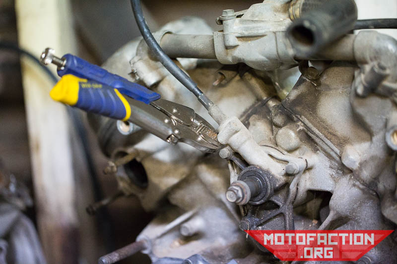 How to remove the camshaft holder or tacho drive - Honda
