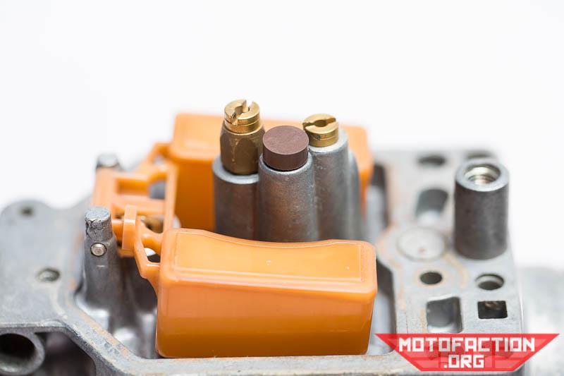Carburetor idle passage plugs, info and refitting - Honda